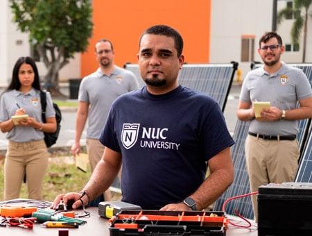 """"""" Grado Asociado en Tecnología de Ingeniería Eléctrica en Energía Renovable"""""""